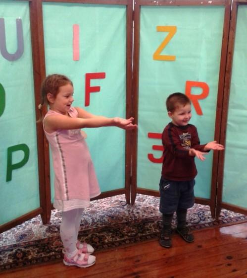 Katrs uz skatuves radija ko prot! Eliza un Arvis skaita dzejoli par kukuliti!