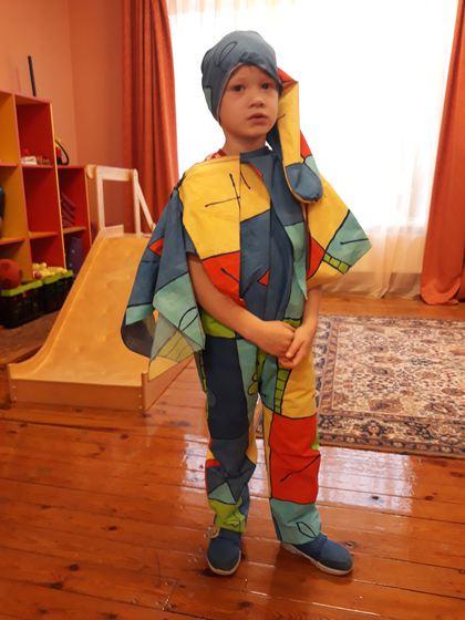 Vecākiem uzdevums - saģērbt savu bērnu, atbilstoši mēneša tēmai.