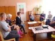 Direktore Vera Gutāne iepazīstina vecākus ar jaunāko informāciju turpmākajam mācību gadam