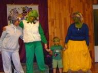 Kusas pirmsskolā mūs sagaidīja Šreks ar savu ģimeni :), kā arī ēzelītis.