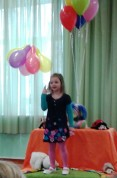 "Musu pirmsskolu sogad parstaveja Eliza Baranova(4 gadi) ar Raina dzejoli "" Dzimumdiena""."