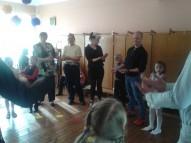 vecāki arī dejo līdzi saviem bērniem