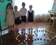 Ar svecītēm izgaismota Latvijas kontūra