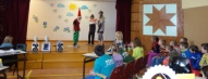 Starpbrīdī Taurupes skolēni rādīja lugas fragmentu