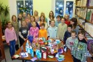 Daļa no bērniem, kuri atnesa dāvanas.