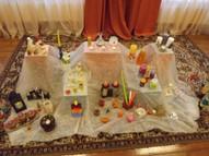 Sveču un svečturu izstāde, kuru palīdzēja sagatavot arī vecāki