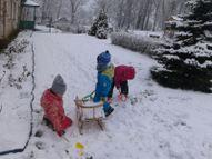..vedam sniegu ar ragavām..