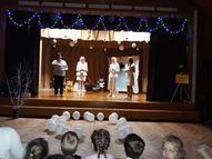 Šogad Ziemassvētku pasākums bija veltīts sniegavīriem - skandējām dziesmas un dzejoļus par tiem , dejojām dejas, pasākuma laikā lielie bērni kopā ar skolotāju izveidoja savu sniegavīru un nobeigumā ieradās īsts pārsteiguma sniegavīrs!!